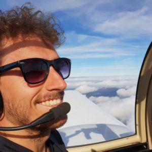 Pilot im Flugzeug